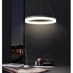 griestu lampa virs galda