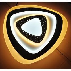 LED griestu lampa - vairāki trijstūri pārklāti vies pār otru tumšāki toņi